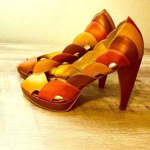 Autumn 🍂 brown Multi shaded peep toe BCBG pumps